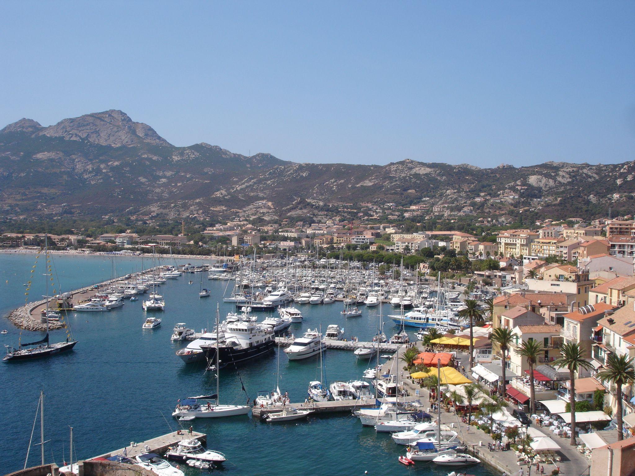 Calvi France  city photos : Calvi le port de plaisance et sa rade compte parmi l'un des plus beaux ...